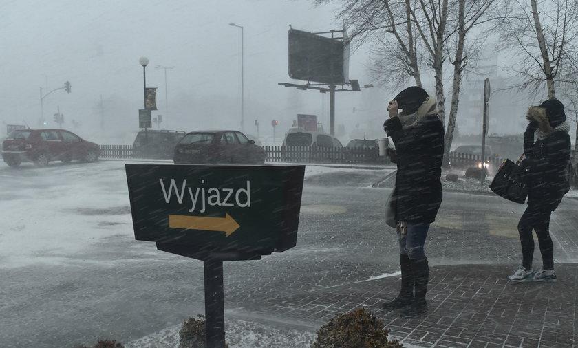 Uwaga na silny wiatr! Ostrzeżenia w czterech województwach