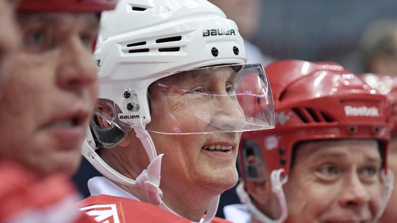 Na lodzie zaprezentowali się w zespole prezydenckim między innymi dwukrotny złoty medalista igrzysk Wiaczesław Fetisow (1984 i 1988 oraz srebro 1980) oraz dwukrotny wicemistrz olimpijski Paweł Bure (srebro 1988, brąz 2002).