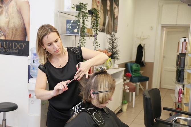 Asimetrična frizura u skladu sa licem