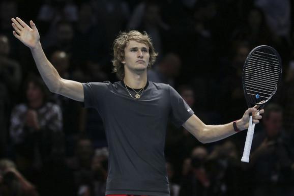 Aleksander Zverev tokom meča sa Federerom u Londonu