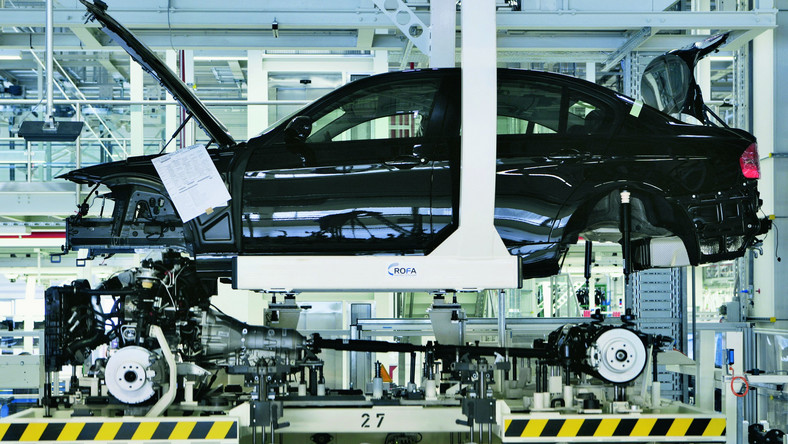 BMW i Mercedes tną produkcję