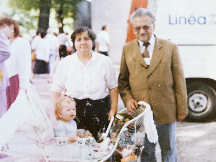 Monika Bielawska z dziadkami