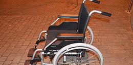 Uciekł ze szpitala na kradzionym wózku inwalidzkim