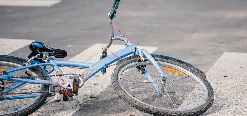 Zderzenie 10-letnich rowerzystów. Element kierownicy wbił się dziewczynce w nogę