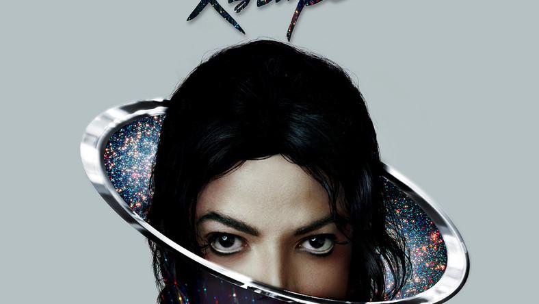 """Właśnie ukazało się osiem nowych piosenek Jacko na krążku """"Xscape"""". Kolejne wydawnictwo sygnowane nazwiskiem Jacksona nie powinno dziwić. To zrozumiałe, że po śmierci artysty takiego kalibru wytwórnie, producenci, rodzina przeszukują swoje archiwa, by ponownie wskrzesić giganta, który przez lata przynosił im miliony dolarów. Jackson nie jest zresztą ani pierwszym, ani zapewne ostatnim """"wybudzanym"""" artystą. Pośmiertnych krążków doczekali się chociażby Janis Joplin, Elvis Presley, Nirvana, Tupac Shakur, Johnny Cash czy Amy Winehouse"""