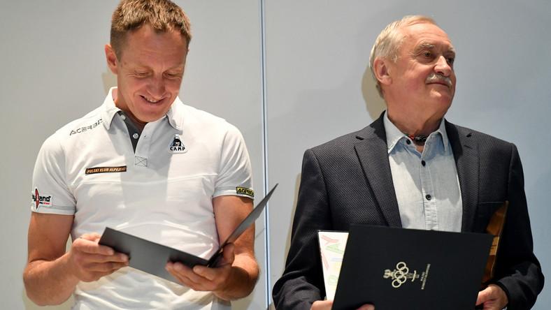 Krzysztof Wielicki (P) i Denis Urubko (L) podczas ceremonii wręczenia nagrody Fair Play PKOl