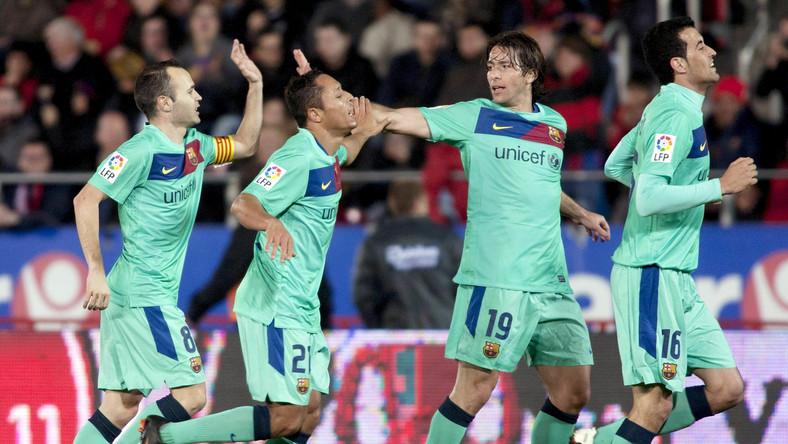 Piłkarze Barcelony cieszą się ze zdobytej bramki