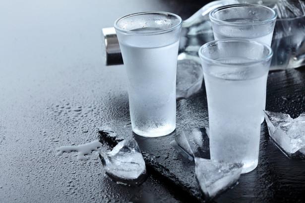 Powrót do mocnych alkoholi zaczynają odczuwać policja i pracodawcy