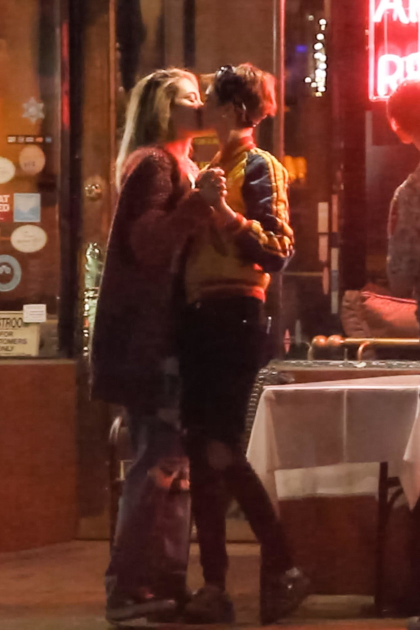 *PREMIUM-EXCLUSIVE* Cara Delevingne and Paris Jackson share a Kiss as their Rumored Romance heats up