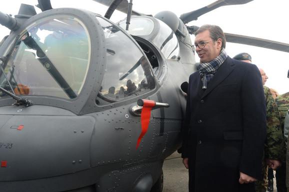 Aleksandar Vučić na aerodromu u Batajnici