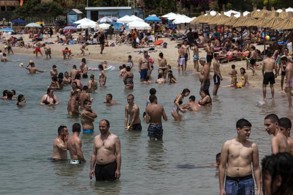 Grčke plaže već krcate