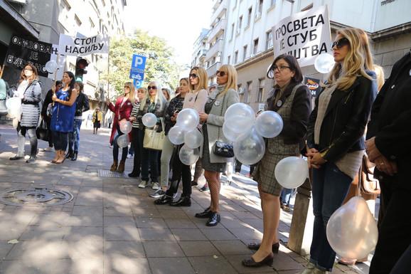 Nastavnici Trgovačke škole obustavili su nastavu juče u znak protesta