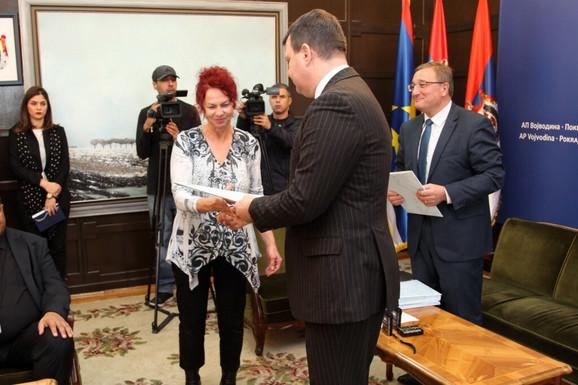 Ana Tomanova Makanova i Igor Mirovic na dodeli ugovora nacionalnim savetima