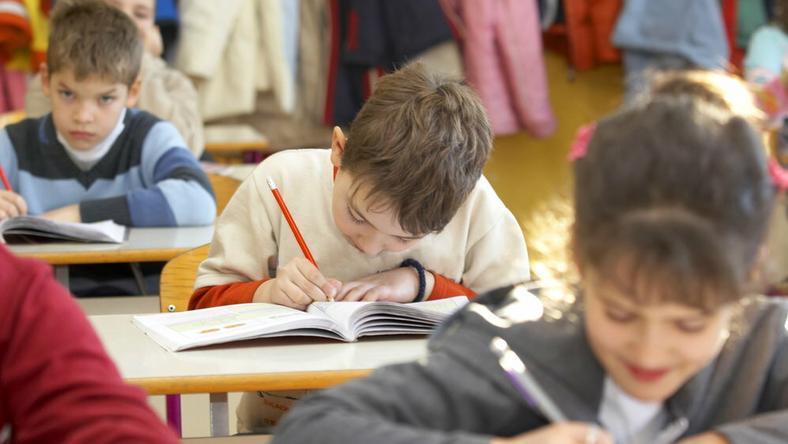 Kuratorium: bez zgody kuratora nie można przekazać szkoły stowarzyszeniu