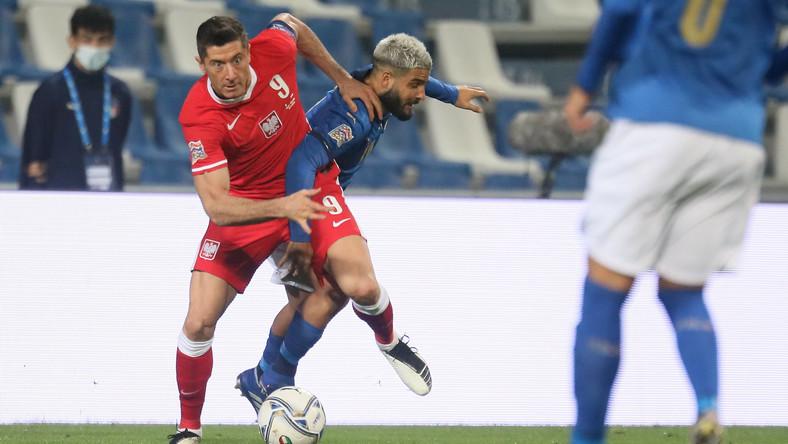 Włoch Lorenzo Insigne (C) i Polak Robert Lewandowski (L) podczas meczu grupy A1 piłkarskiej Ligi Narodów w Reggio Emilia