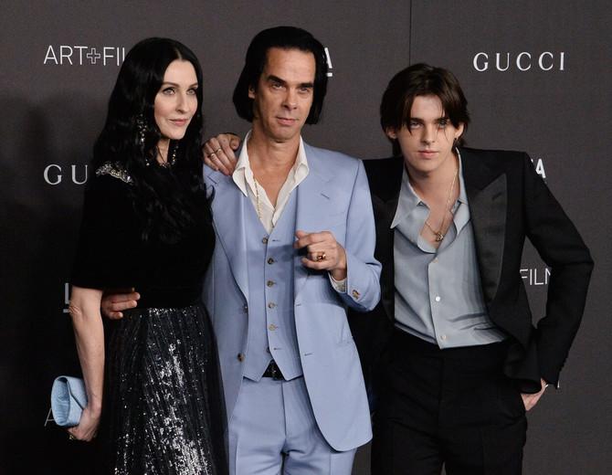 Nik Kejv sa porodicom