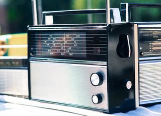 Dlaczego radio gra to, co gra? Rozgłośniom nie opłaca się poszukiwać nowych artystów