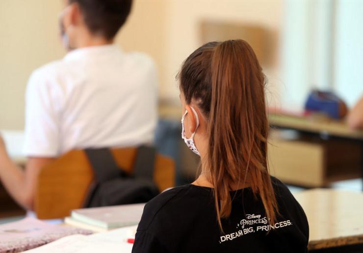 Učenici-škola-maske-korona-obrazovanje-8