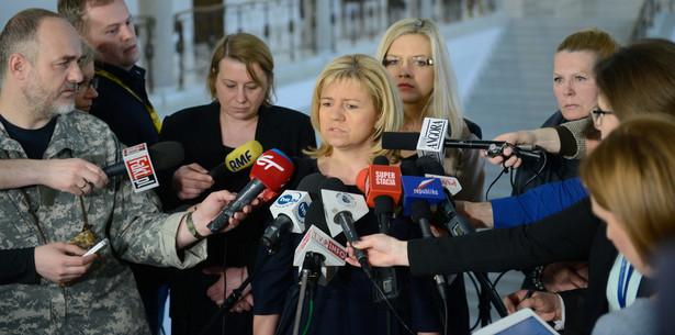 Magdalena Merta, Małgorzata Wassermann, Ewa Kochanowska i Ewa Błasik, podczas konferencji prasowej przedstawicielek rodzin ofiar katastrofy smoleńskiej, 8 bm. w Sejmie.