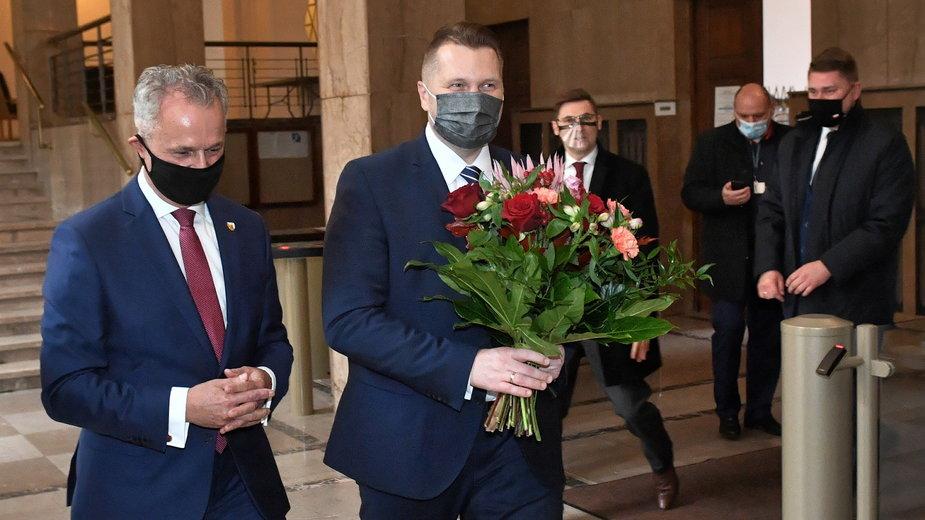 Przemysław Czarnek został powitany w MEN