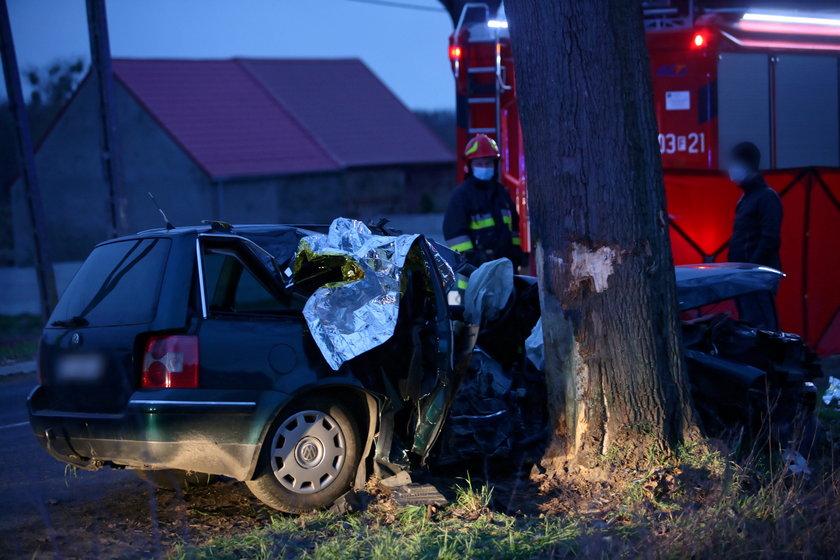 Tragedia w Dąbroszynie. Nie żyje dwóch młodych mężczyzn