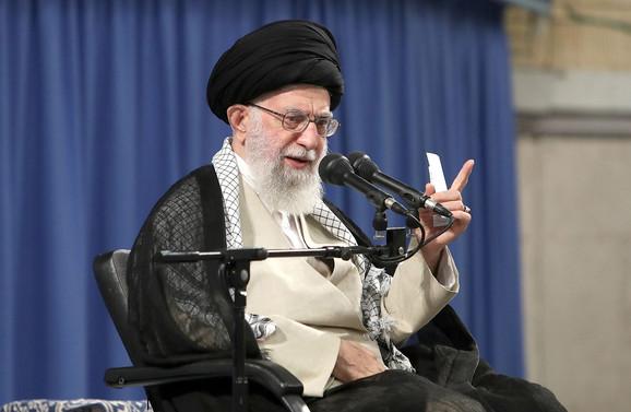 Za razliku od Trampa on je skloniji privatnim diskusijama o ograničenom broju tema - ajatolah Ali Hamenei