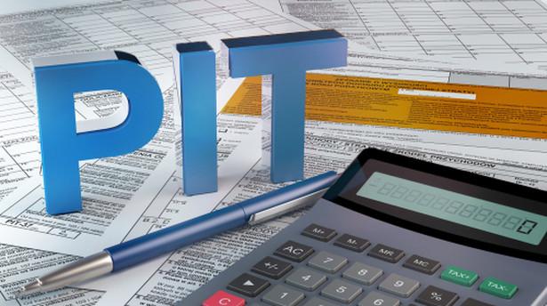 PIT-28 jest przeznaczony dla ryczałtowców, a więc osób fizycznych osiągających przychody opodatkowane zryczałtowanym podatkiem dochodowym