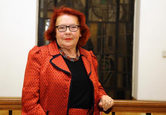 """Jagoda Kljaić, spisateljica i pesnikinja, autorka antologijske zbirke poezije """"Sa druge strane štreke"""", živi i radi u Glini"""