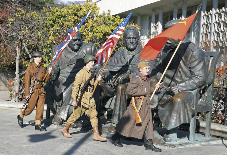 Zastave naših očeva: Ni nakon više od sedam decenija nisu prestale napetosti između velikih sila