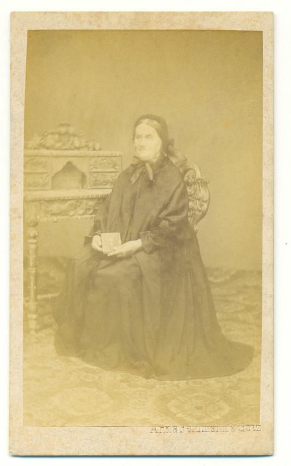 Žena sa biblijom, Ana Feldman