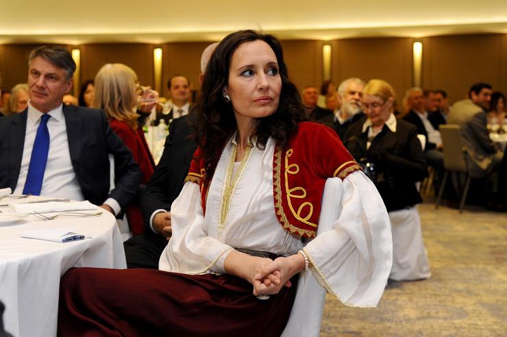 DVA PUTA SE UDALA ZA 11 GODINA MLAĐEG MONAHA Srpska glumica je tri godine krila razvod, a onda se sve PREOKRENULO