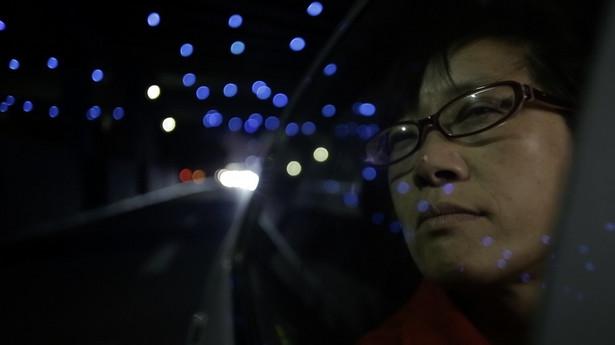 """""""Jeszcze jutro"""" - nagrodzony podczas festiwalu Watch Docs 2017 dokument Jiana Fana portretuje dotkniętą porażeniem mózgowym najsłynniejszą chińską poetkę Xiuhua Yu i jej bezpardonowej walkę o niezależność"""
