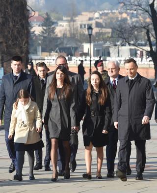 Kraków: Prezydent Duda przy grobie Lecha i Marii Kaczyńskich