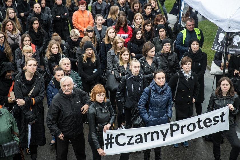 Czarny protest. Manifestacje w całej Polsce