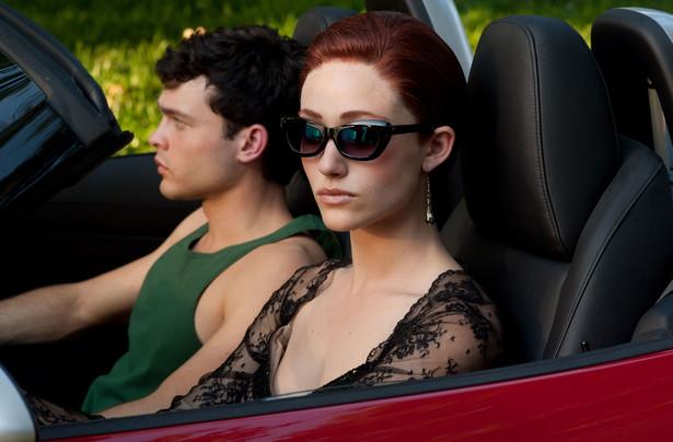 """Alden Ehrenreich i Emmy Rossum w filmie """"Piękne istoty"""""""