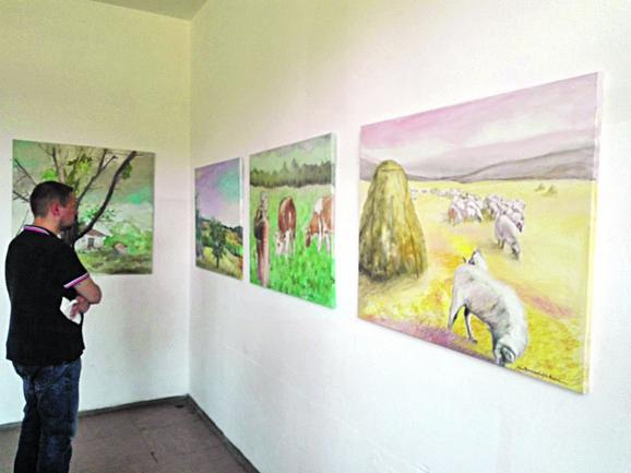 Akademske slikarke Milijana Jovanović i Spomenka Alečković poklonile su školi u kojoj su započele đačke dane legat svojih slika kako se ne bi skroz ugasila
