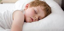 Twoje dziecko wierci się w nocy? To możliwa przyczyna