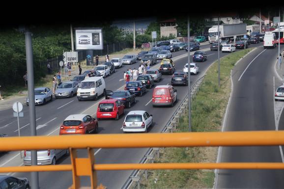 Zaustavljen saobraćaj i oko Pančevačkog mosta