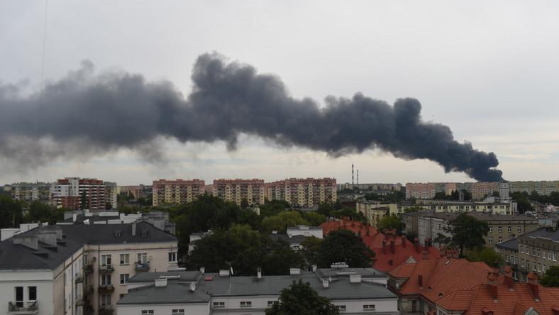Jak mówi zastępca komendanta wojewódzkiego PSP Mariusz Konieczny, strażacy zabezpieczają sąsiednie budynki.