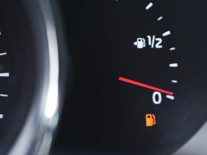 Kolejny tydzień przecen na stacjach paliw za nami. Na niektórych obniżki przekroczyły 10 groszy na litrze