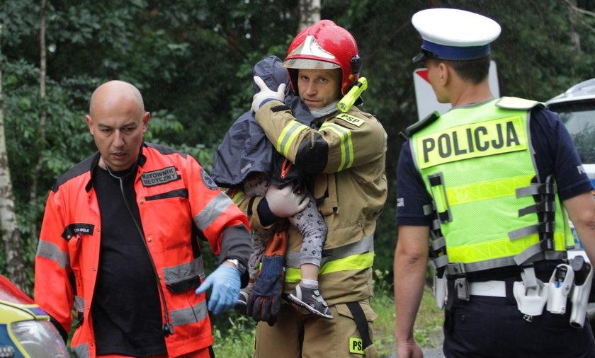 Jak wygląda praca na miejscu wypadku, gdy brały w nim udział dzieci? Zdjęcie z tragedii w Jamnicach, które wstrząsnęło Polską.
