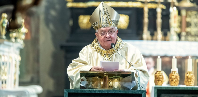 Biskup znany z filmu braci Sekielskich zrezygnował. Jest reakcja papieża