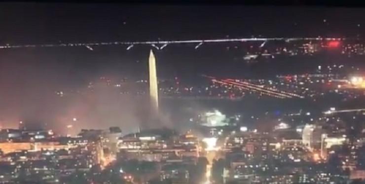 Dim zahvatio Vašingtonski spomenik