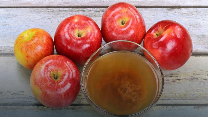 Łyżka octu jabłkowego zawiera około 3 kcal