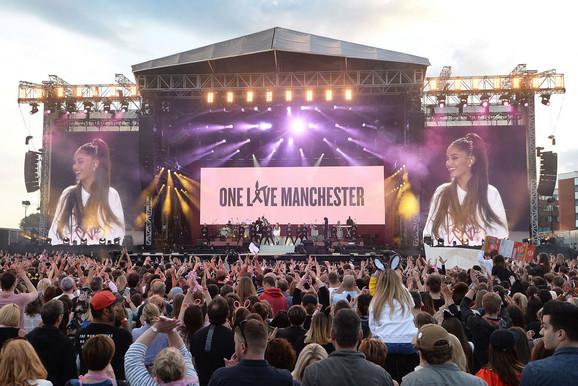 Publika na koncertu Mančesteru