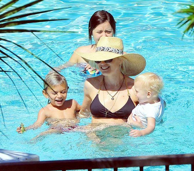 Gven Stefani sa sinovima