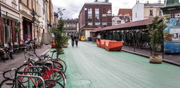 Urzędnicy pomalowali pl. Nowy na zielono