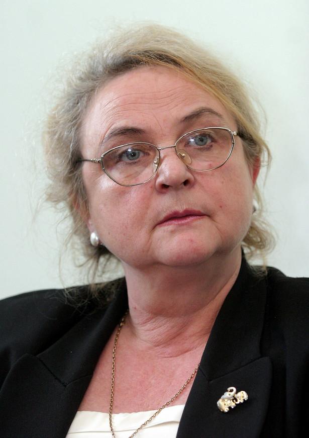 """Pełniąca obowiązki dyrektor CKE Maria Magdziarz tego samego dnia poinformowała, że """"błąd techniczny"""" został naprawiony i nie miał wpływu na wybór szkoły średniej. Błąd dotyczy ok. 400 prac w całym kraju; źle zszyte arkusze pojawiły się w liczbie kilku-kilkunastu w każdej z okręgowych komisji egzaminacyjnych."""