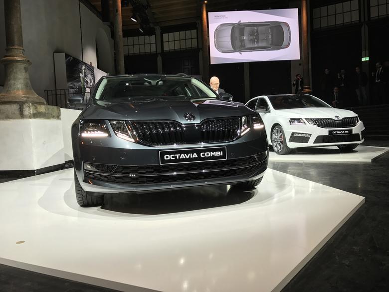 Na żywo Octavia nie przypomina tak bardzo Mercedesa klasy E - stylizacją jednak wzbudziła nieco kontrowersji - Skoda Octavia III FL