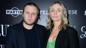 Agnieszka Woźniak-Starak z mężem na imprezie. O tej kreacji dziennikarki wolelibyśmy zapomnieć